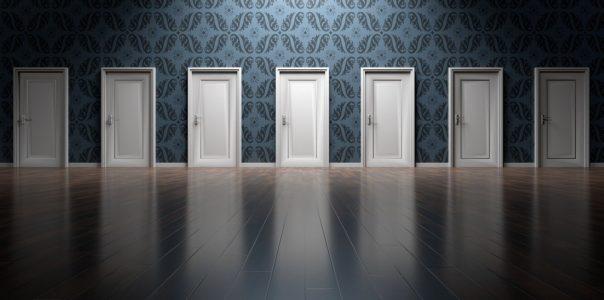 O chování postav a mýtu ideálního rozhodování