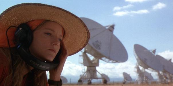 Kontakt aneb Jedna ouška a spousta satelitů
